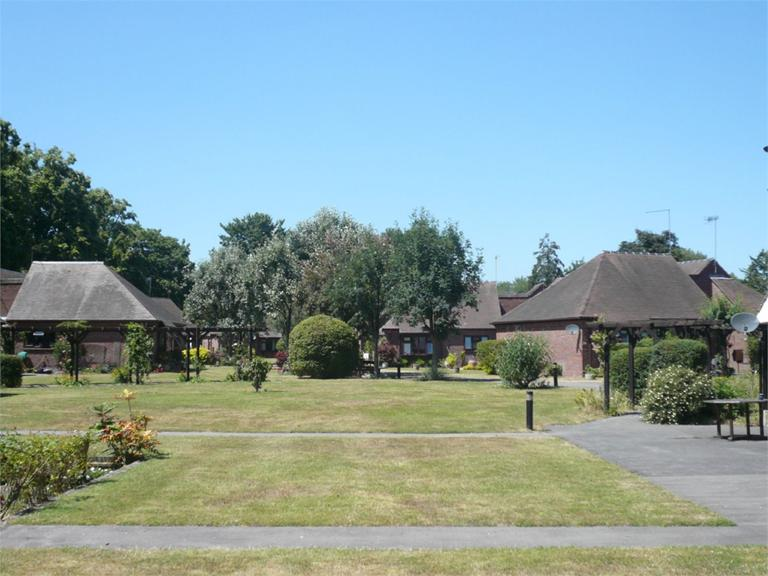http://www.dezrez.com/estate-agent-software/ImageResizeHandler.do?PropertyID=2933141&photoID=3&AgentID=224&BranchID=333&width=768