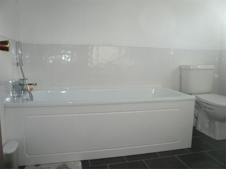 http://www.dezrez.com/estate-agent-software/ImageResizeHandler.do?PropertyID=4519203&photoID=11&AgentID=224&BranchID=333&width=768