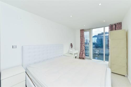 http://www.dezrez.com/estate-agent-software/ImageResizeHandler.do?PropertyID=3896057&photoID=1&AgentID=1307&BranchID=2081&width=500
