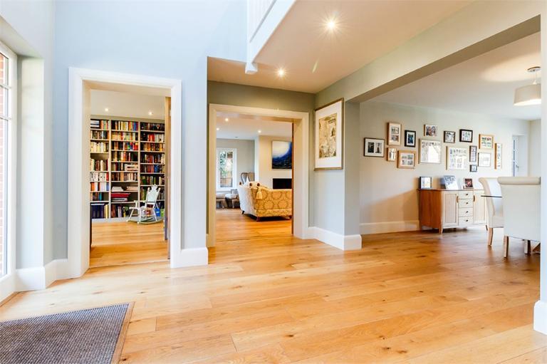 http://www.dezrez.com/estate-agent-software/ImageResizeHandler.do?PropertyID=4512096&photoID=6&AgentID=224&BranchID=333&width=768