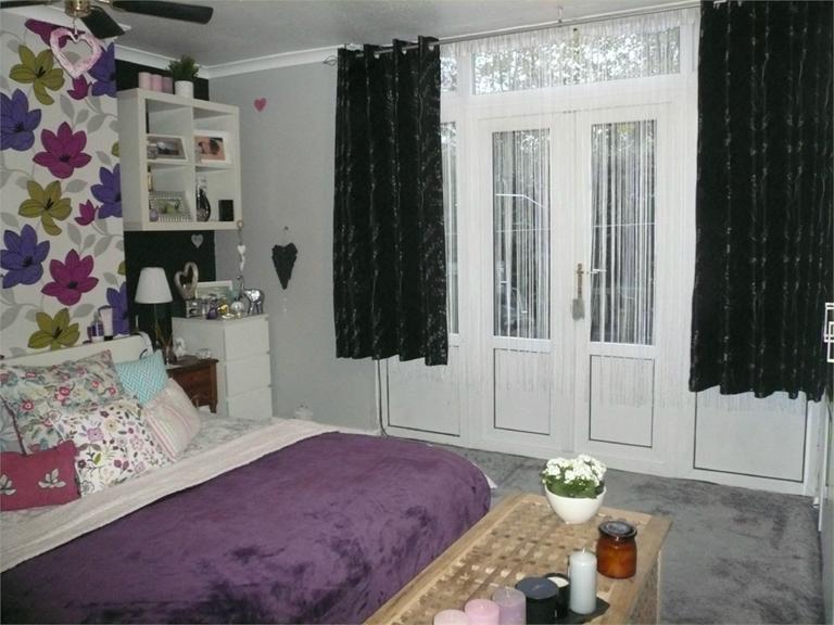 http://www.dezrez.com/estate-agent-software/ImageResizeHandler.do?PropertyID=4541038&photoID=2&AgentID=224&BranchID=333&width=768