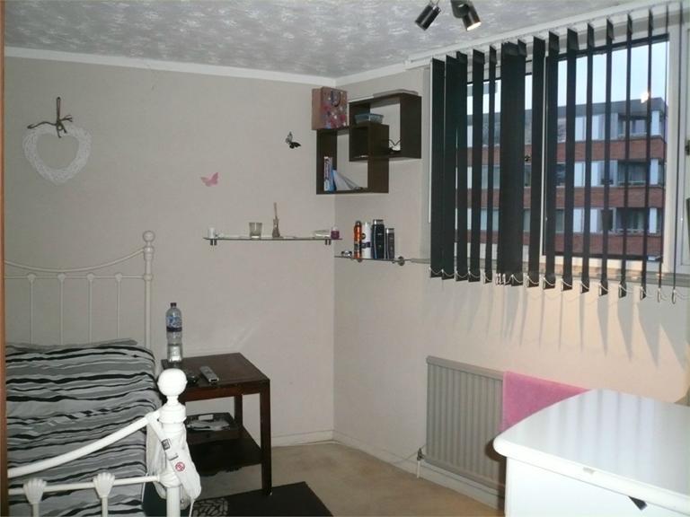 http://www.dezrez.com/estate-agent-software/ImageResizeHandler.do?PropertyID=4541038&photoID=5&AgentID=224&BranchID=333&width=768