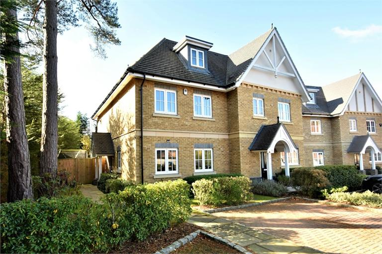 CAMBERLEY, £550,000