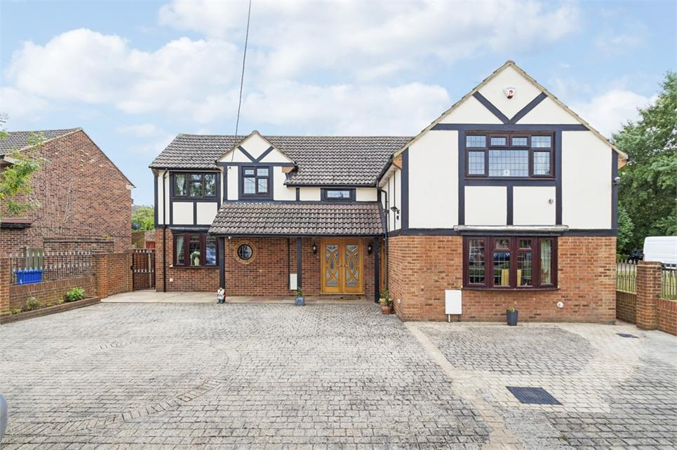 Substantial five bedroom detached family home located in the rural village of Horton and set behind electric gates